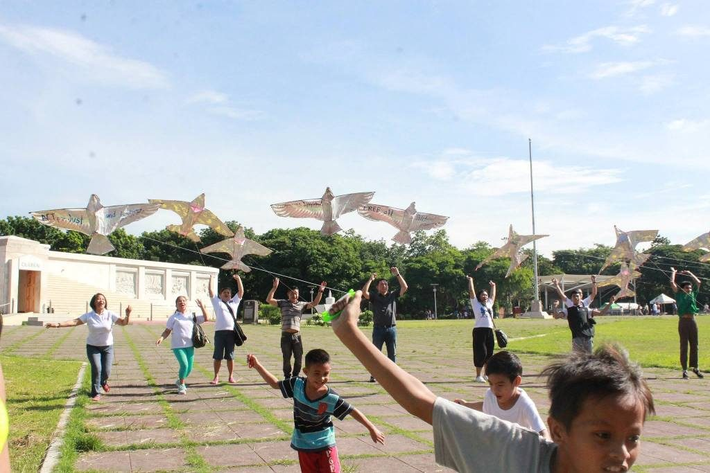 Teachers, families urge public to support peace talks