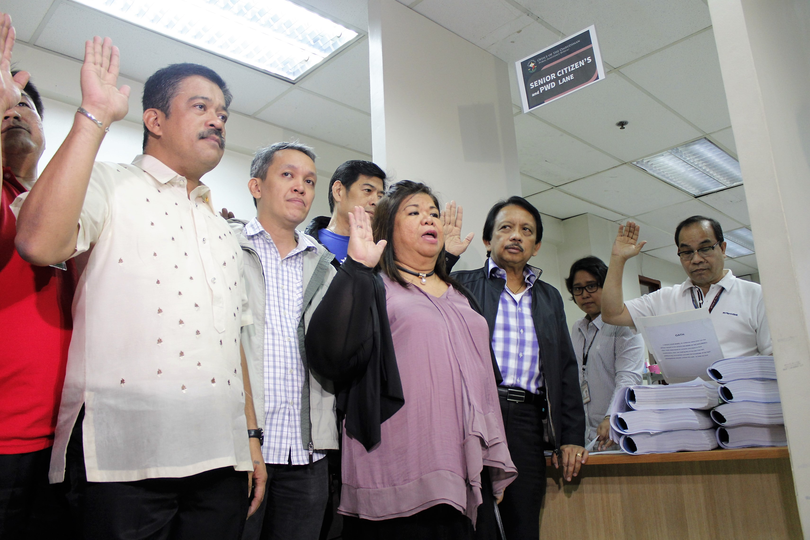 L to R: Bayan Muna Representative Carlos Zarate, Martin Diño of VACC (partly hidden) Bayan Secretary-General Renato Reyes Jr. and Mae Paner, and VACC chairman Dante Jimenez state their oath after signing the complaint. (Photo by Karen Ann Macalalad/Bulatlat)