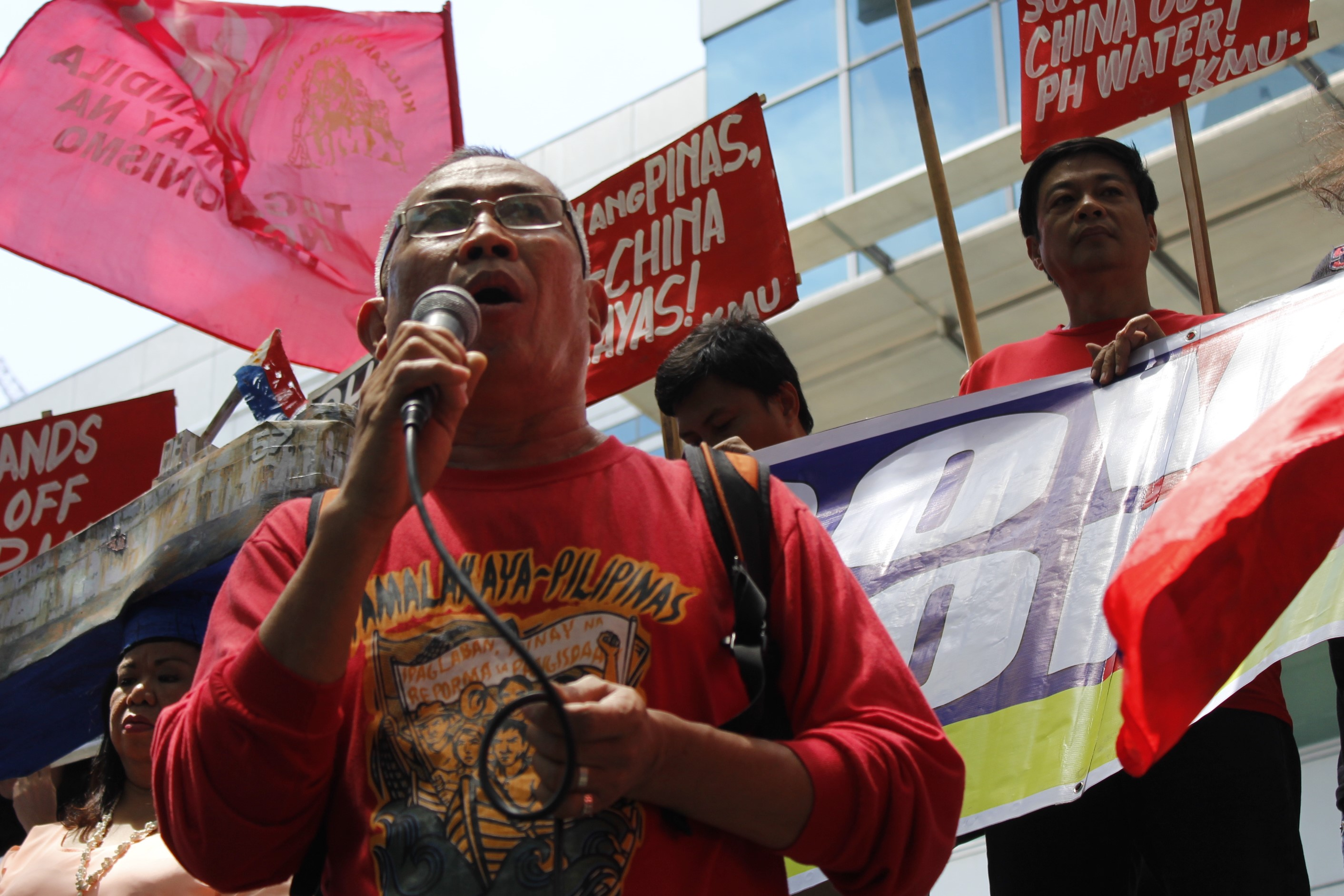Pamalakaya vice chairperson Salvador France (foreground) at the protest in front of the Chinese Consulate in Makati City. (Photo by Karen Ann Macalalad/Bulatlat)