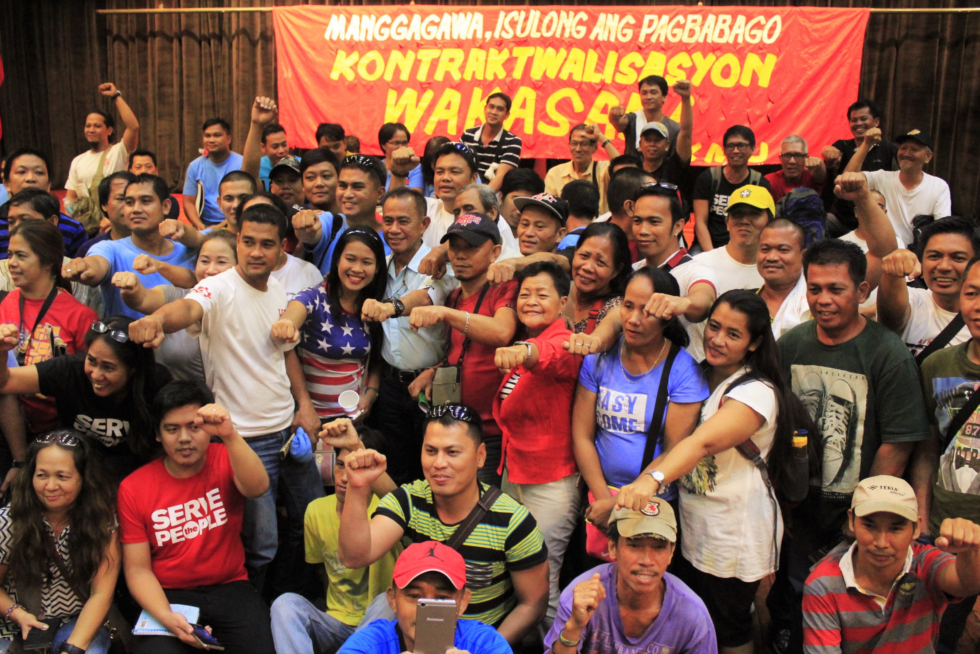 """Labor groups with Joel Maglunsod do the """"Duterte"""" pose after the workers' forum.  (Photo by Karen Ann Macalalad/Bulatlat)"""