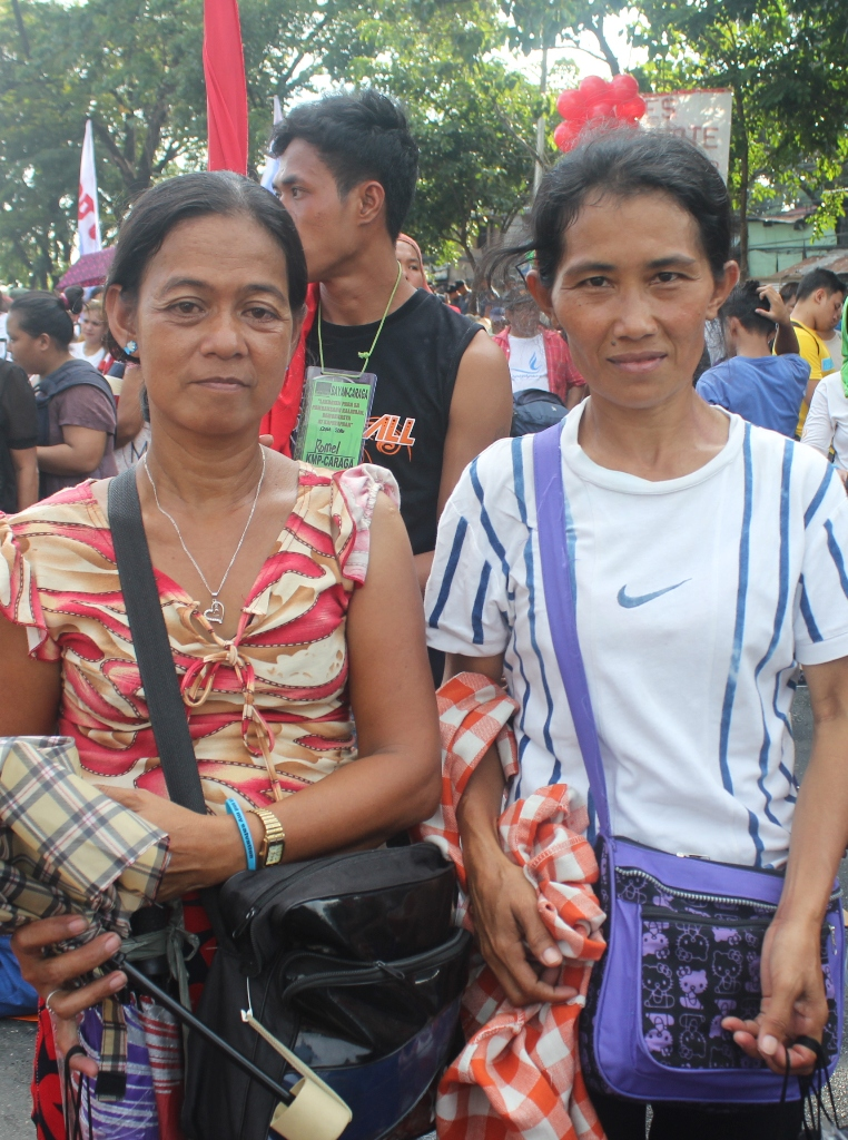Lunesa Lubacarte and Jennifer Mondejar, both vendors joined the People's Sona in Batasan, Quezon City. (Photo by A. Umil/ Bulatlat)