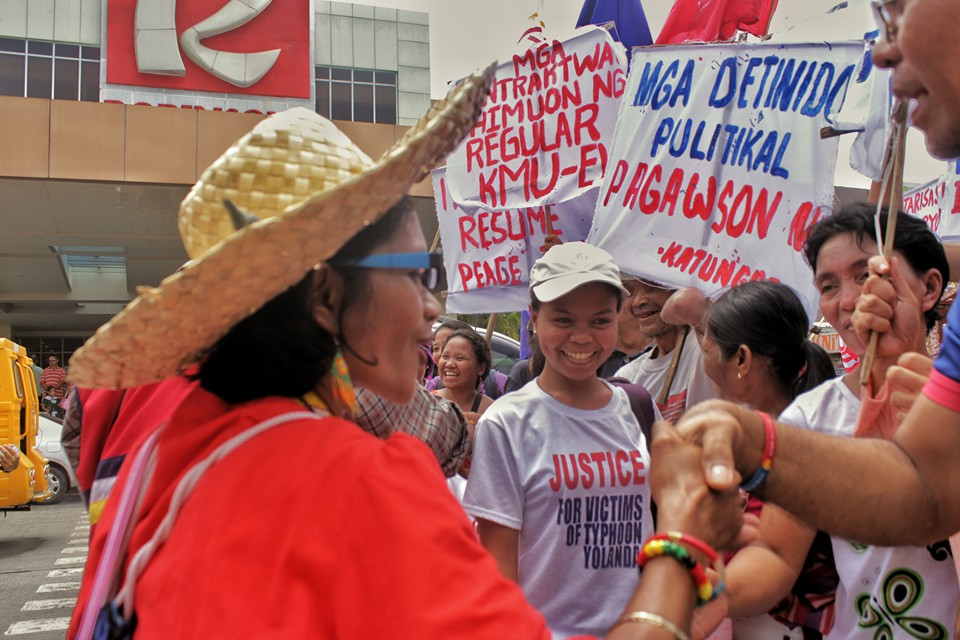 "The ""lakbayanis"" are greeted in a Salunbungan with Easter Visayas activists and Typhoon Yolanda survivors in Tacloban City, Leyte (Photo by Kilab Multimedia)"