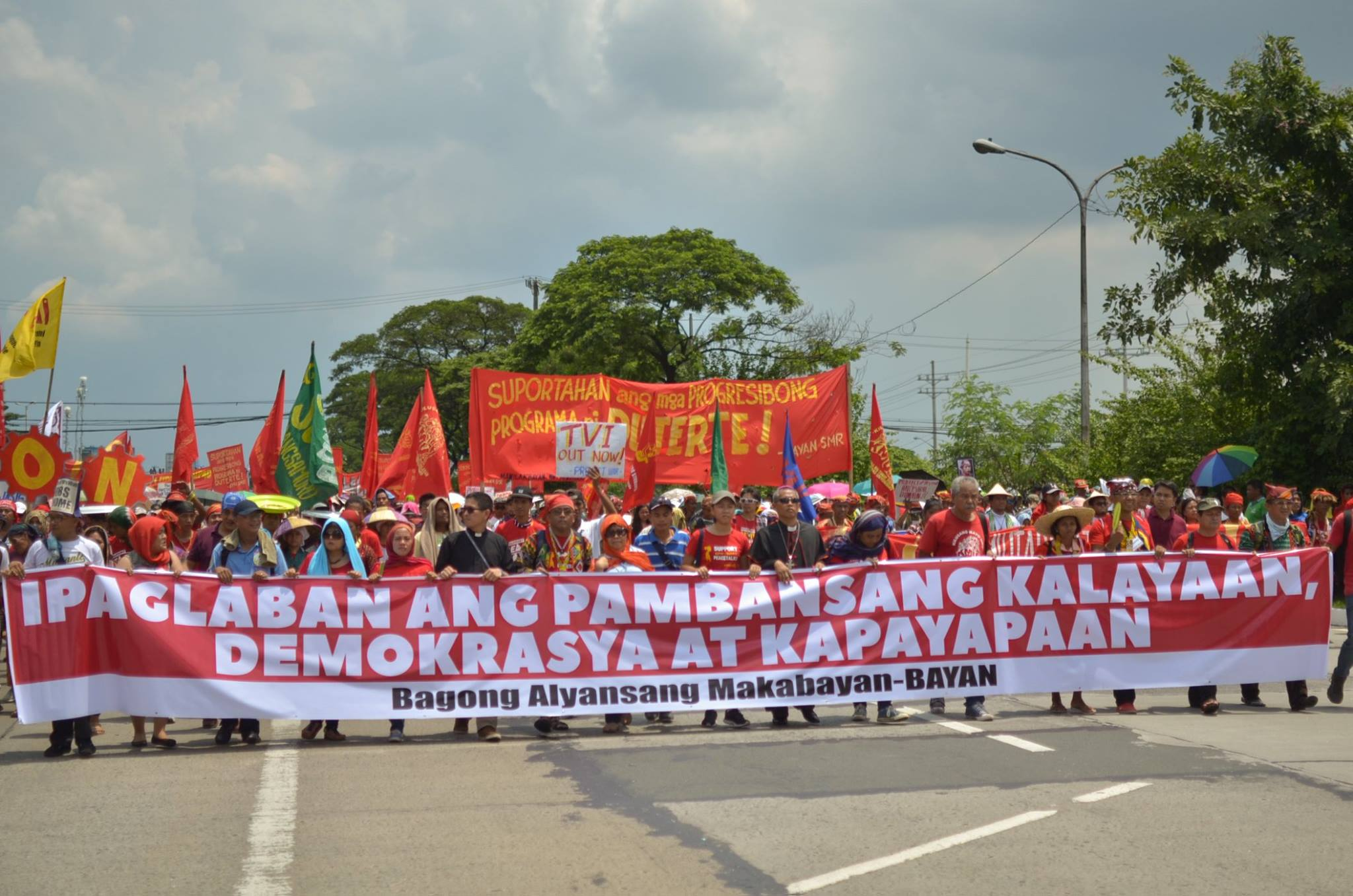 ICPRP participants, together with thousands who participated in the 'Manilakbayan' protest caravan, converged at a 40,000-strong people's mobilization in Metro Manila pushing for a National People's Agenda for Change. Photo by Loi Manalansan/Kalikasan PNE