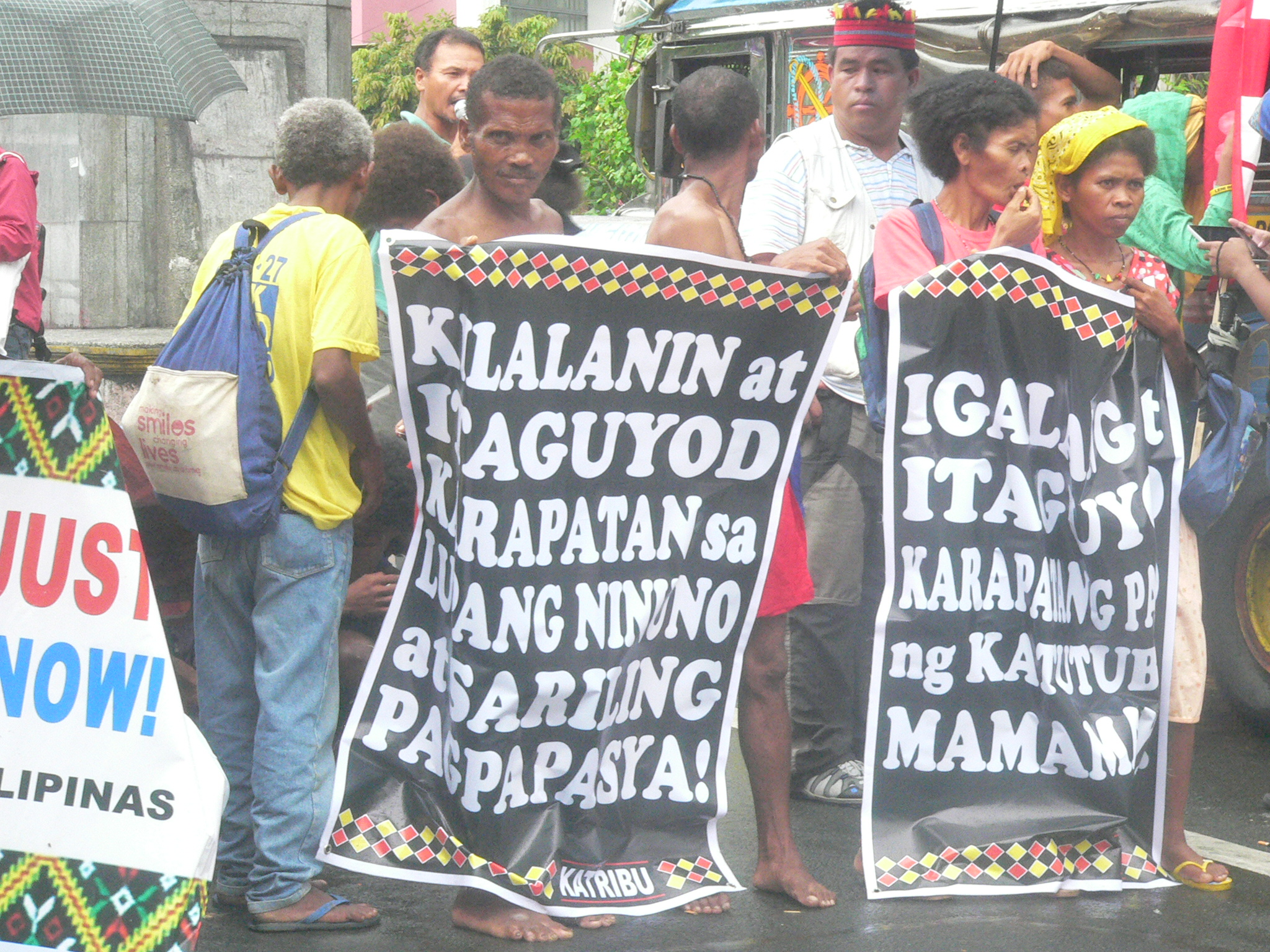 Aytas from Central Luzon at the Mendiola picket on Aug. 8. (Photo by Dee Ayroso/Bulatlat)