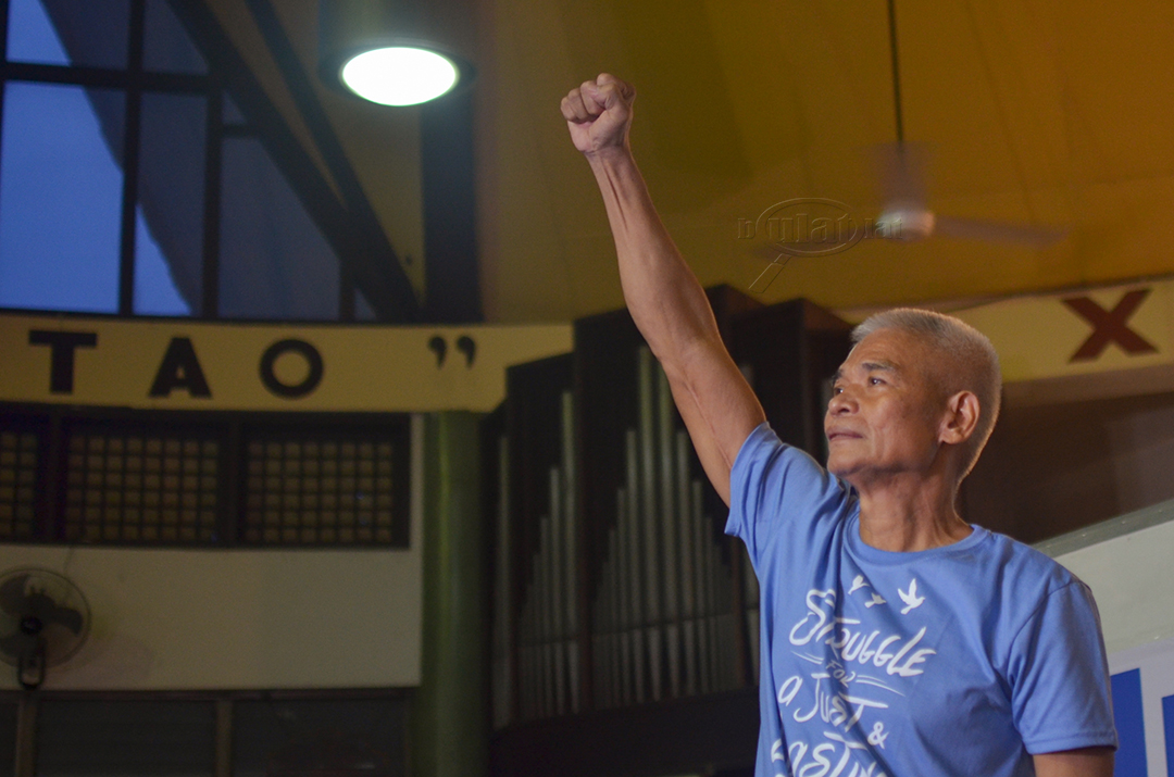 Tirso Alcantara greets human rights activist, peace advocates and supporters during a gathering and press conference, Aug. 18 at St. Andrew's Theological Seminary in Quezon City. (Photo by Loi Manalansan / Bulatlat)