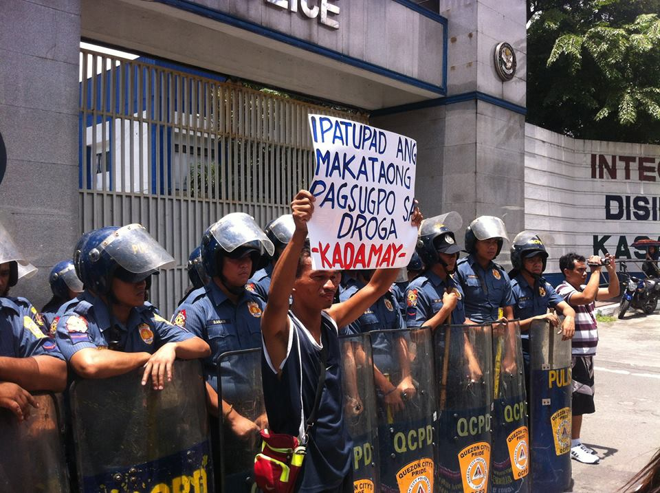 Urban poor group calls for a rights-based approach to end the illegal drug trade and use. (Photo courtesy of Kadamay)