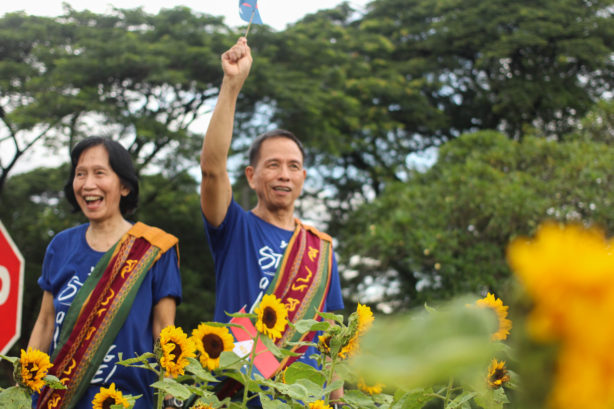 NDFP consultants Wilma and Benito Tiamzon walk along the sunflower path towards the Diliman Commune marker, commemorating the historic mobilization they were involved in during the Marcos regime. The former political detainees are preparing for the next round of the peace negotiations between the GPH and NDFP. (Photo by Gino Estella/Bulatlat)
