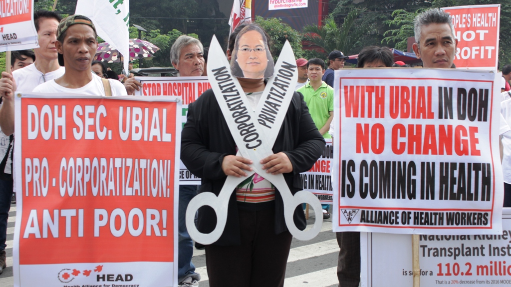 Health groups protesting against Health Secretary Paulyn Jean Rosell-Ubial for implementing same old neoliberal policies in the health sector in Mendiola on Oct. 7. (CONTRIBUTED PHOTO/ BULATLAT)