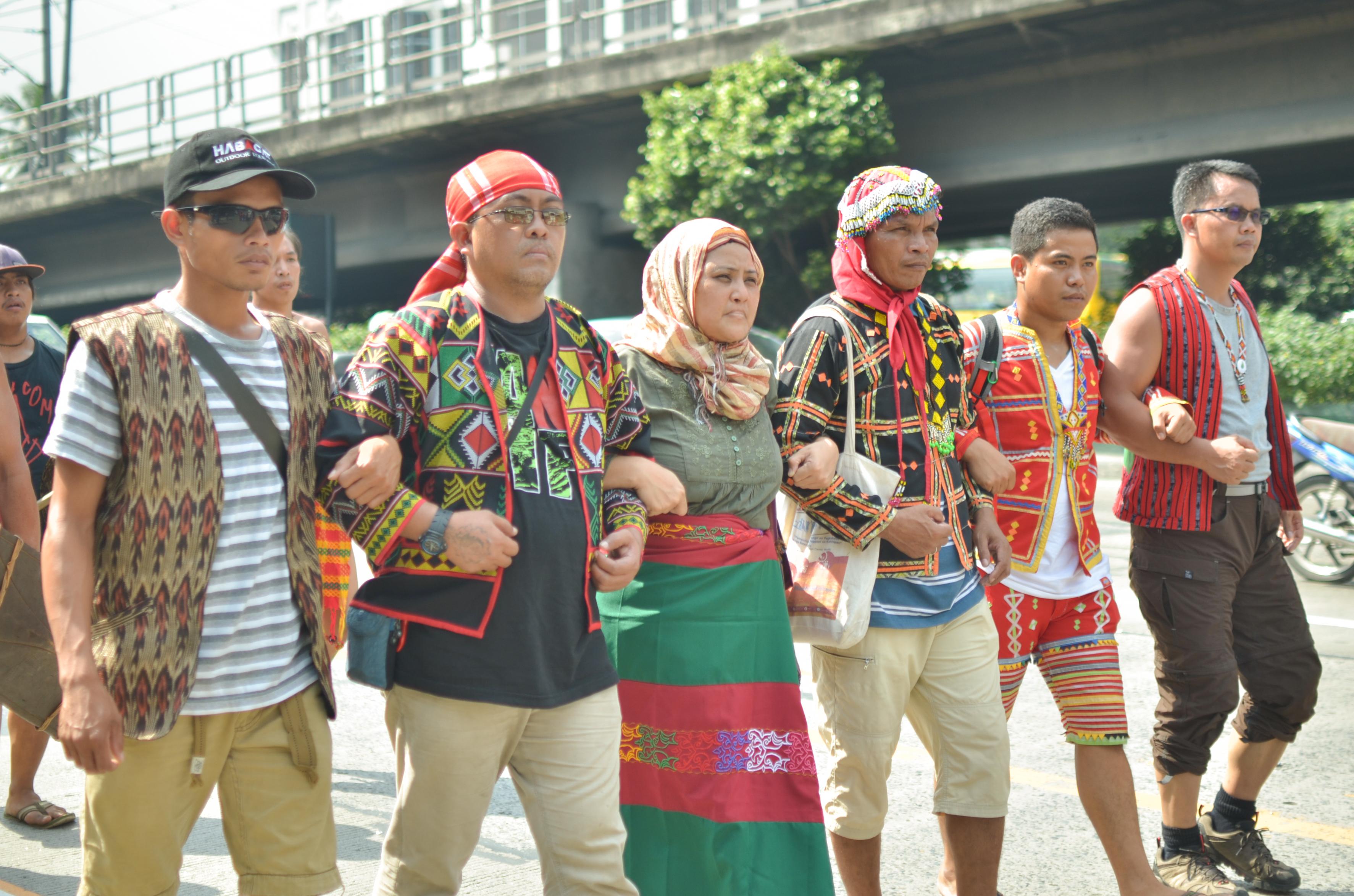 SANDUGO. Moro, Lumad and Cordilleran leaders march towards Camp Aguinaldo. (Photo by Carlo Manalansan/Bulatlat)