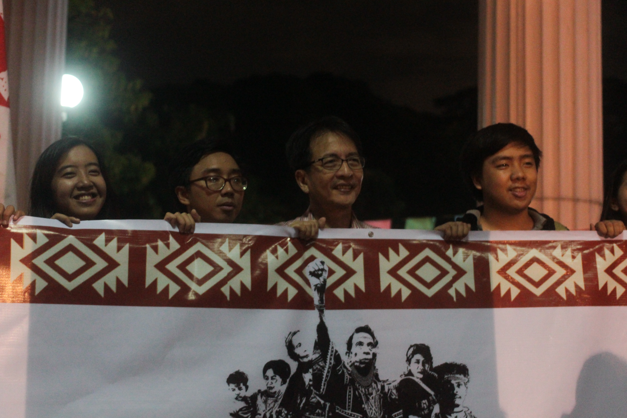 UP welcomes the Lakbayan northern contingent on Oct. 12. (Photo by Gino Estella/Bulatlat)