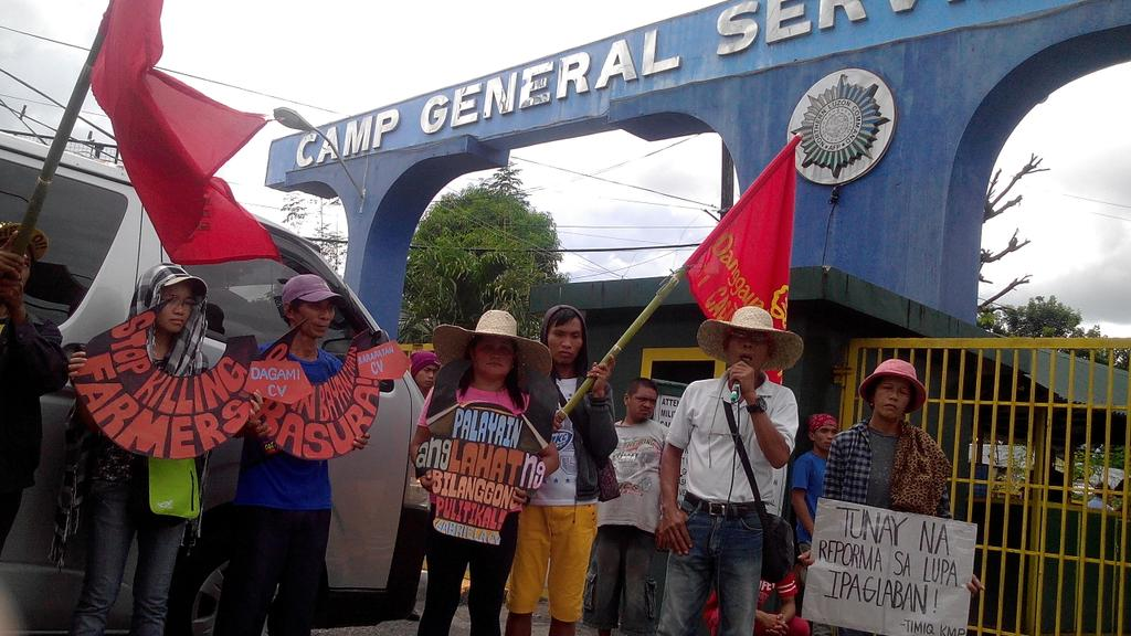 Cagayan Valley leader Ben Cardenas speaks at the protest in front of the Northern Luzon Command headquarters in Tarlac City (Photo by Kim Quitasol/Northern Dispatch Weekly)