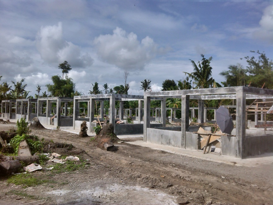 BULATLAT FILE PHOTO. The construction of houses for the survivors of typhoon Yolanda in Jaro, Leyte has been delayed. An NGO blames  bureaucratic red tape. (Contributed photo)