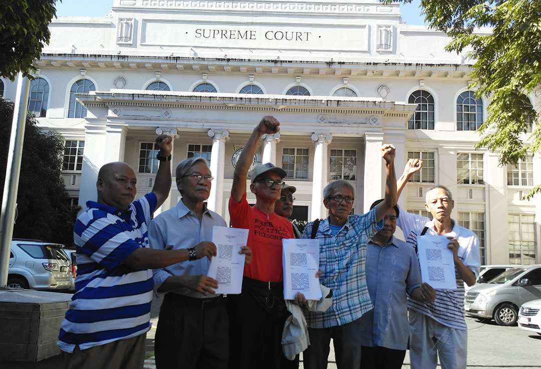 L-R Fr. Dionito Cabillas, former Bayan Muna Rep. Satur Ocampo, Rodolfo del Rosario Bonifacio Ilagan, Danny dela Fuente , lawyer Ephraim Cortez and Felix Dalisay ask the high court to change its decision on the Marcos' burial issue. (Photo by Ronalyn V. Olea / Bulatlat)