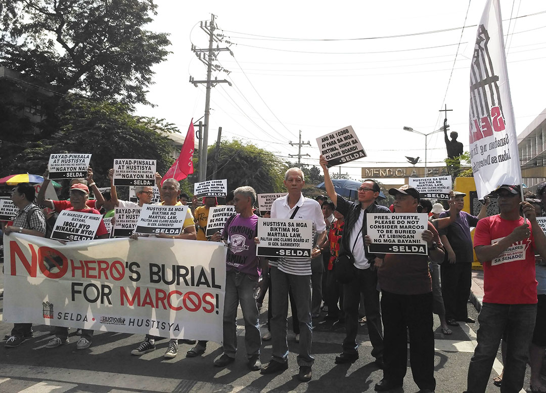 Martial law victims call for the replacement of members of the Human Rights Victims Claims Board in a protest action, Nov. 5 at the foot of Chino Roces bridge. (Photo by Ronalyn V. Olea / Bulatlat)