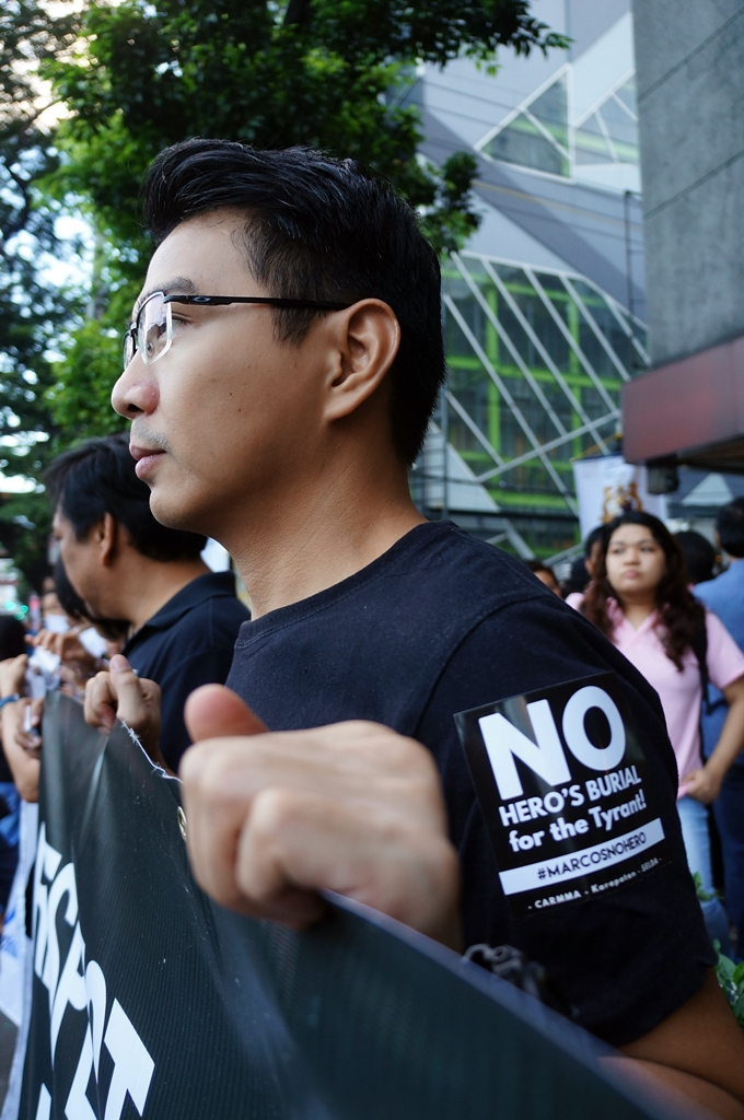 no-to-marcos-hero-burial-black-to-block-byjonasalpasan-2