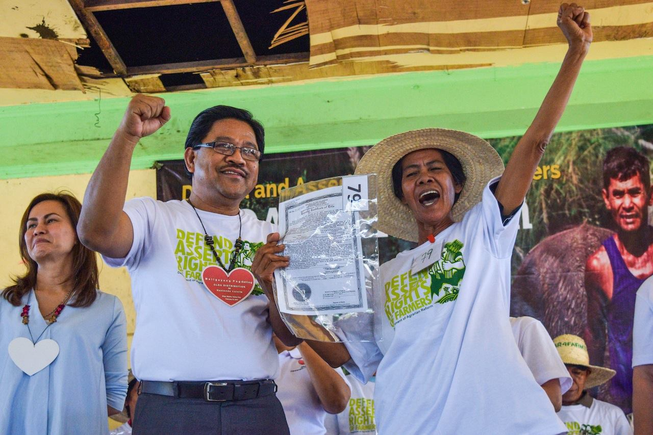 Department of Agrarian Reform distributed Certificates of Land Ownership Award to farmworkers of Hacienda Luisita. (Photo from the DAR Official Facebook Page)