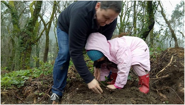A Galician farmer assisting his daughter to plant a native Olive tree in Froxan communal forest. The tree planting activity is one way to transfer the Galician values and tradition of collective management of their forest.  (Photo by Enteng Bautista/Kalikasan PNE)