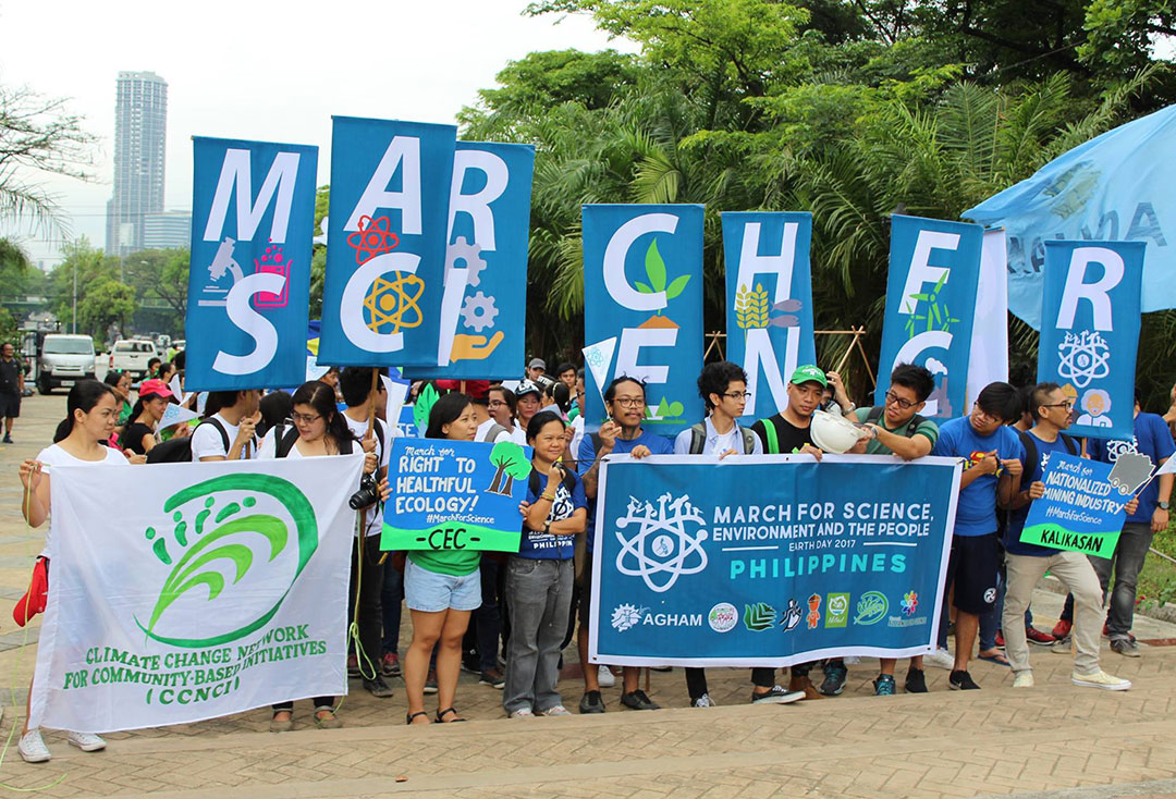 Climate change activists join the global March for Science, April 22. (Photo by Mark Ambay III)