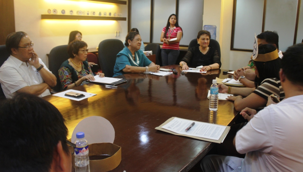 Commissioner Yolanda Reyes (center) in a dialogue with members of the Alliance of Concerned Teachers (ACT), ACT Teachers Party and Alliance of Health Workers (AHW). (Photo by A.Umil/Bulatlat)