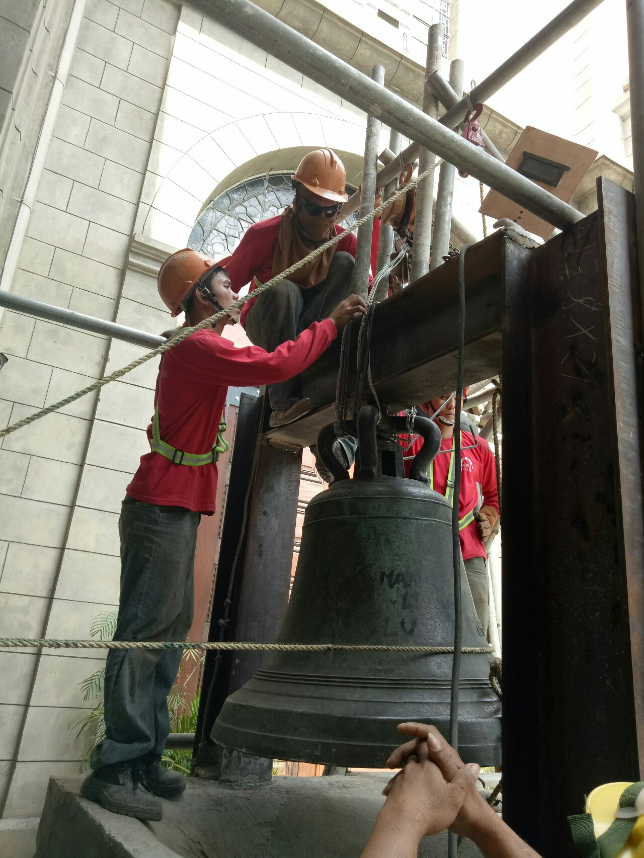As devotees are expected to flock churches this Holy Week with the observance of the Visita Iglesia, conservation workers move the old of bell of Malate Church.. This intervention is being done to make the bell more more accessible to church goers and so to promote heritage values of this historic church built by the Agustinians.  The bell was made by the foundry of Hilario Sunico ( Fundicion de Hilario Sunico) in 1979 and was dedicated to Our Lady of Remedies, the titular patroness of the church. (PHOTO BY PHILIP PARAAN)