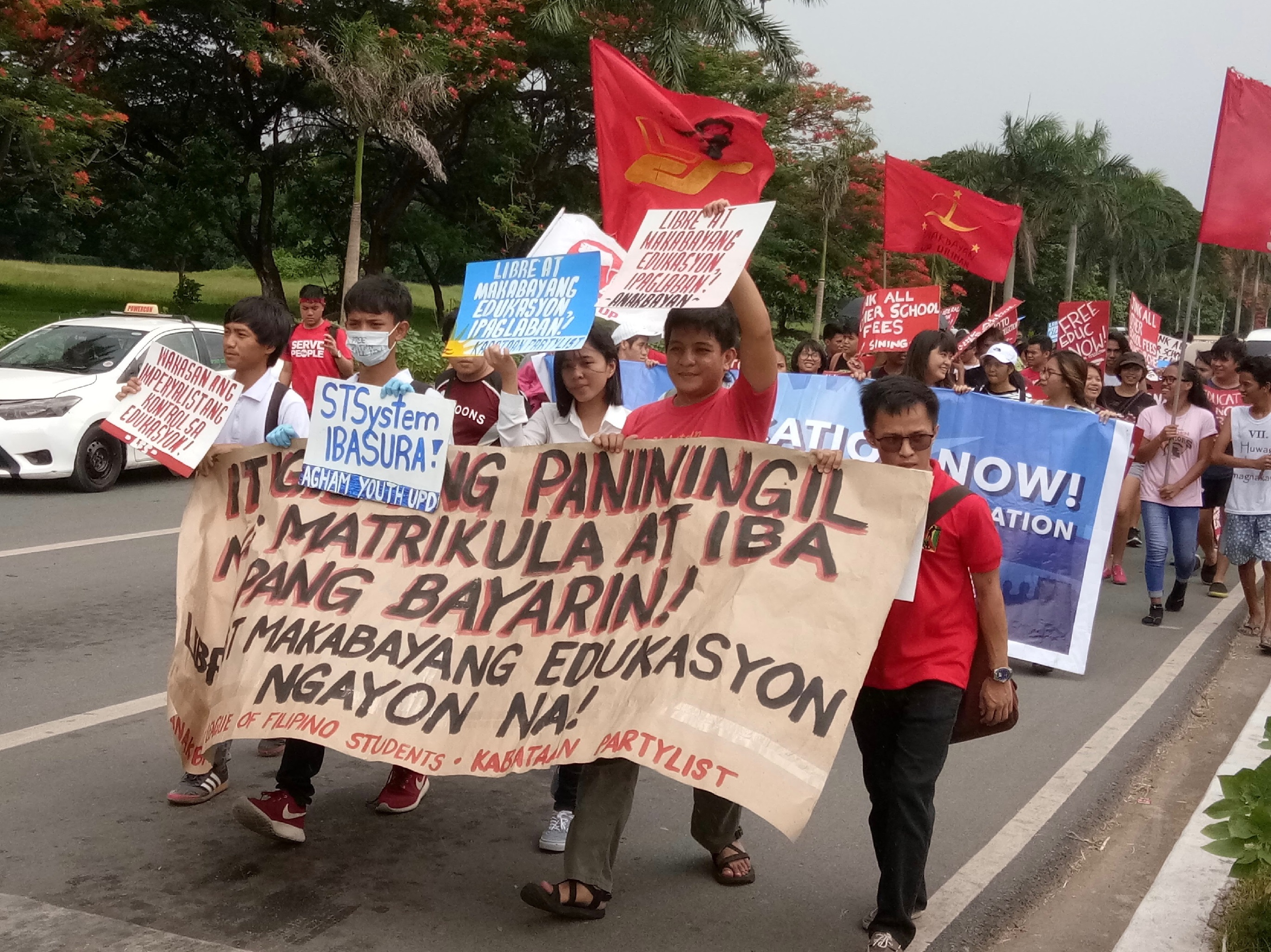 Students march from Palma Hall in UP Diliman to nearby Ched office (Photo by Daniel Boone/Bulatlat)
