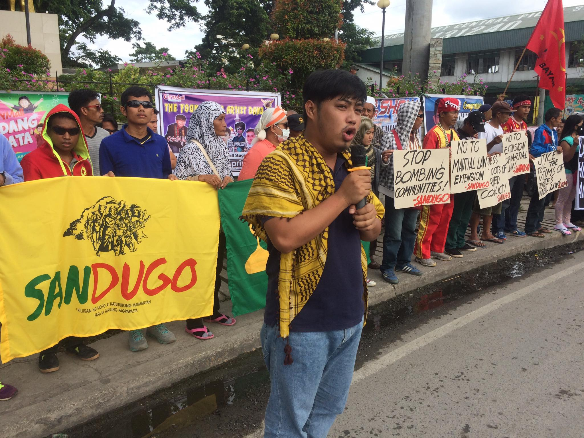 Sandugo co-convenor Jerome Succor Aba leads the picket by Moros and Lumad in Cotabato City, Maguindanao on July 21, three days before President Duterte's second State of the Nation Address (Contributed photo)