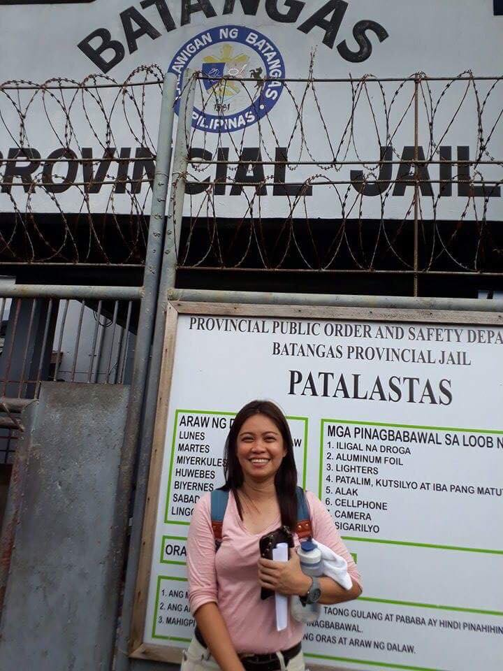 FREEDOM AT LAST. Maricon Montajes beams outside the Batangas Provincial Jail, where she was detained for seven years. She was released on bail on July 21.