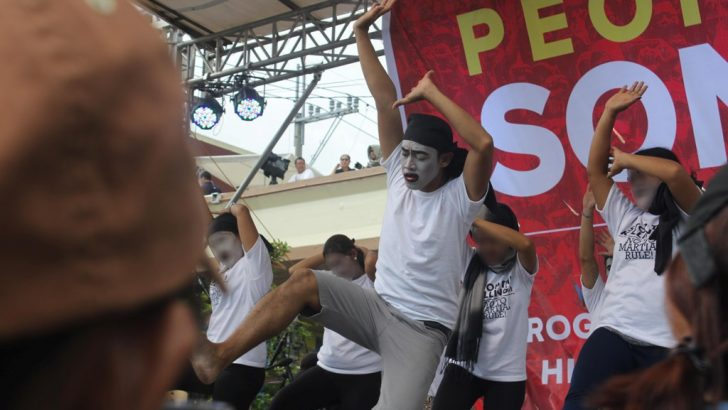 Releasing the pain | Kin of victims of gov't war on drugs overcome sorrow through dance