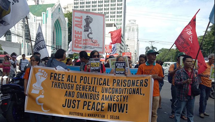 Kin of political prisoners demand freedom, resumption of peace talks