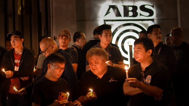 ABS-CBN workers join candle lighting to call for franchise renewal