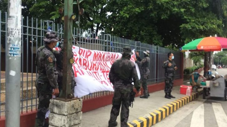 Cops take down PUP students' #JunkTerrorBill banner