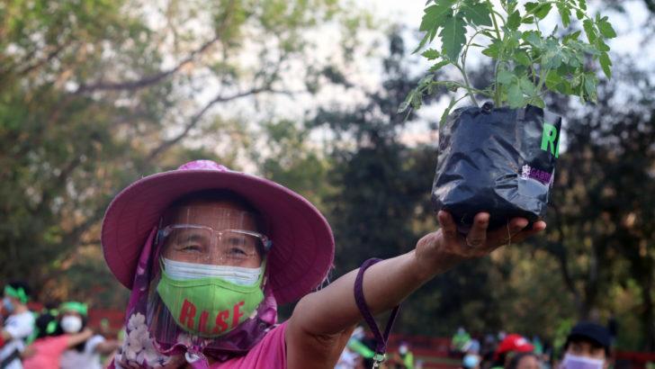 Women dance against hunger, abuses